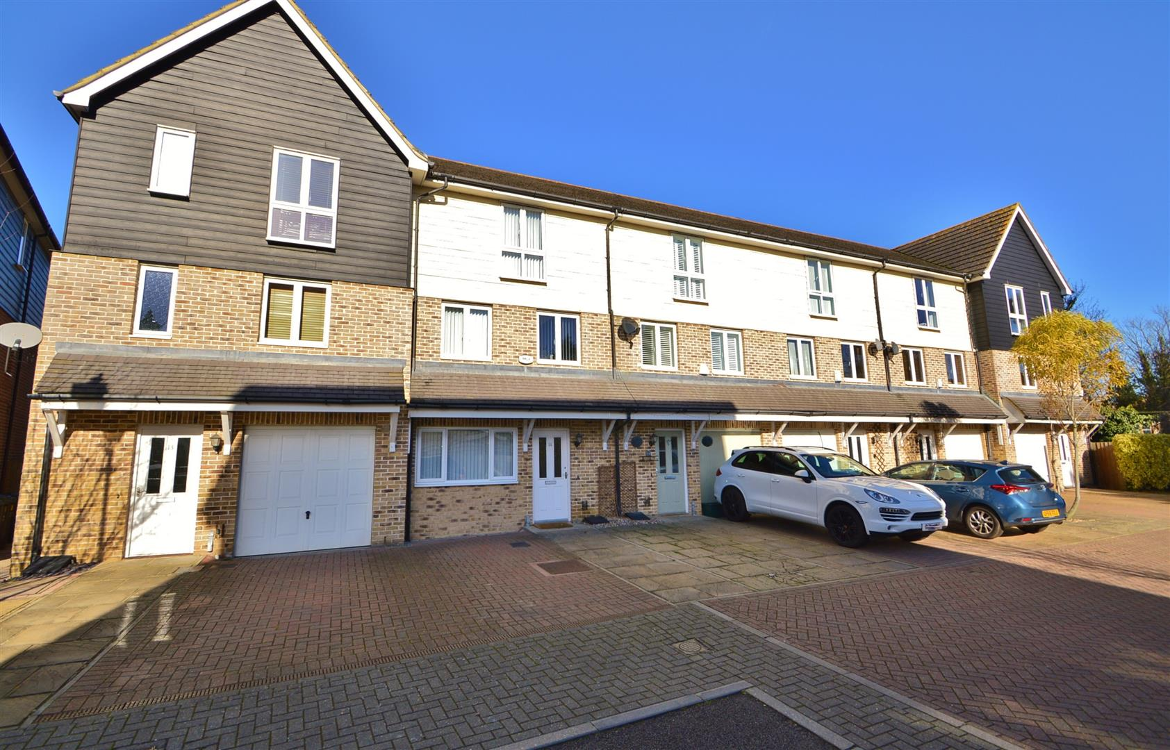 3 Bedrooms Terraced House for sale in Bridge Place, Aylesford